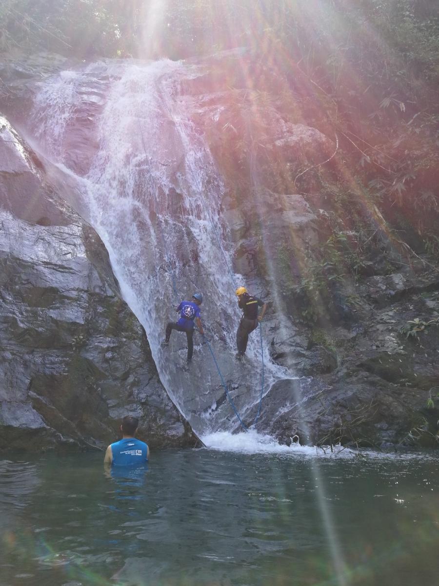 Anani Villa - Waterfall Abseiling